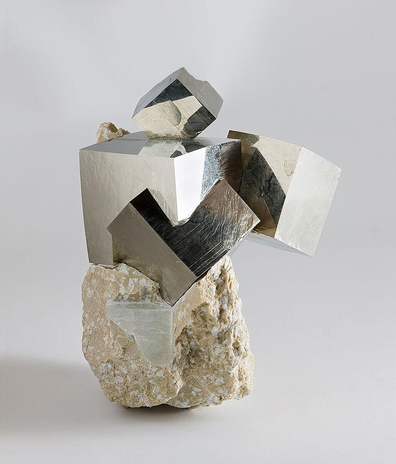 пирит камень знак зодиака