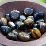 камень соколиный глаз