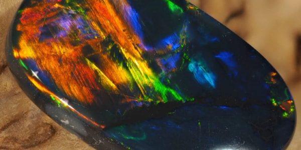 Черный опал: магические и лечебные свойства, кому подходит по знаку Зодиака