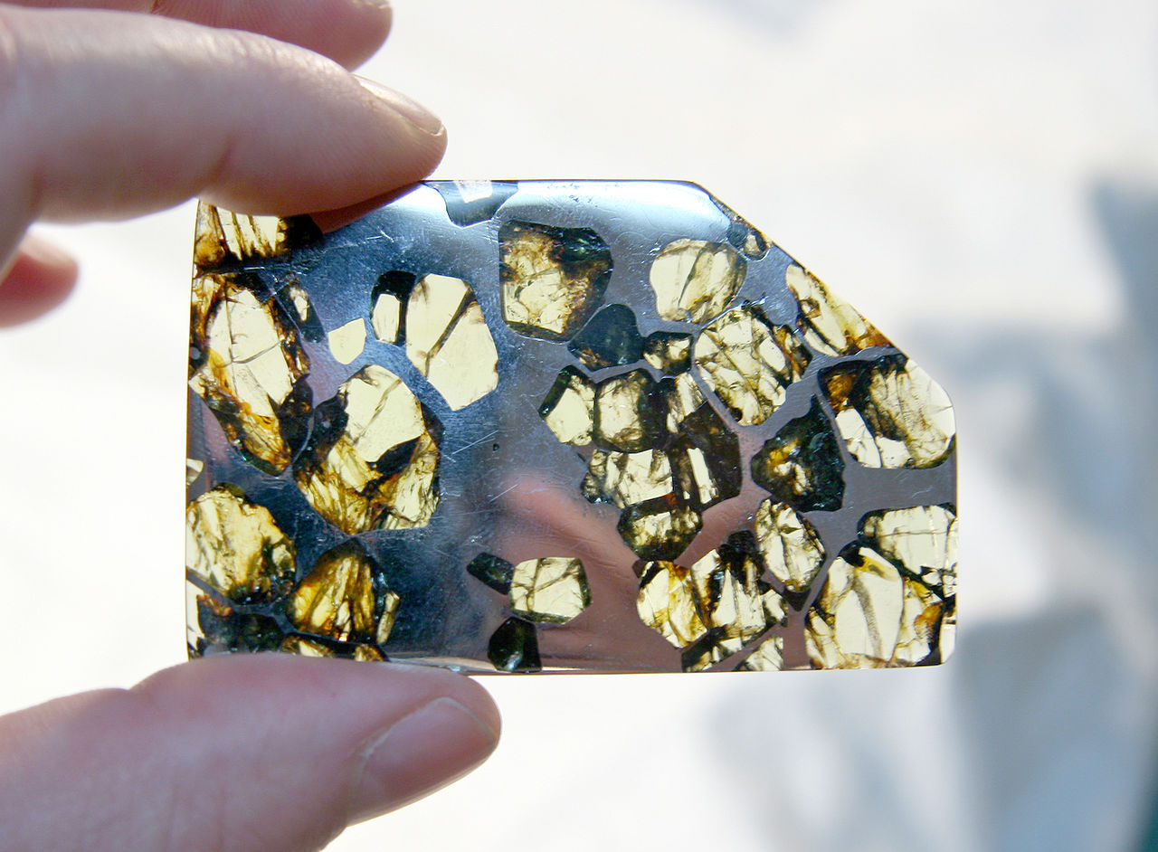 камень метеорит